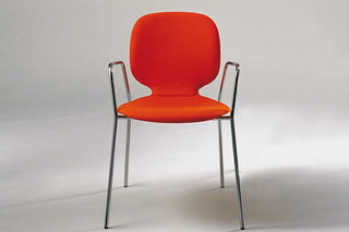 Alis chair with armrests  by  Crassevig