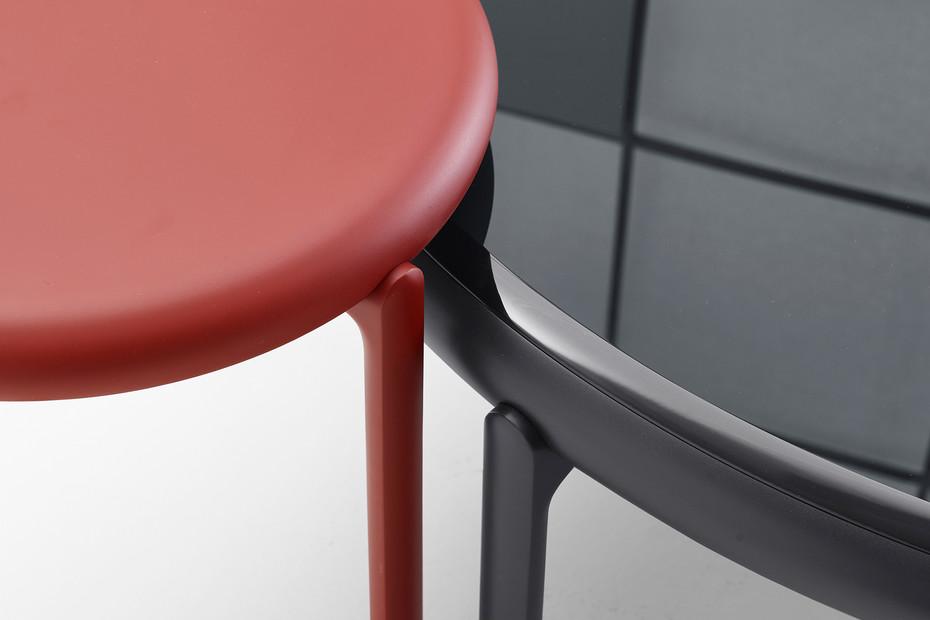 Maru coffee table