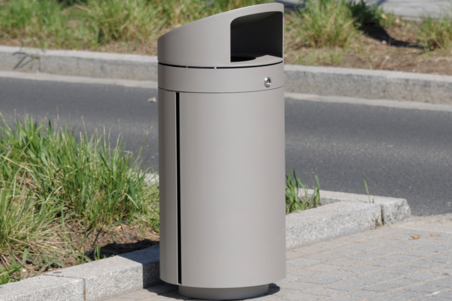 Litter bin 210 with roof top