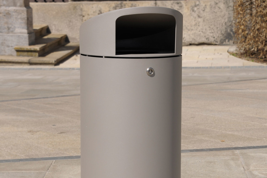 Litter bin 220 with roof top