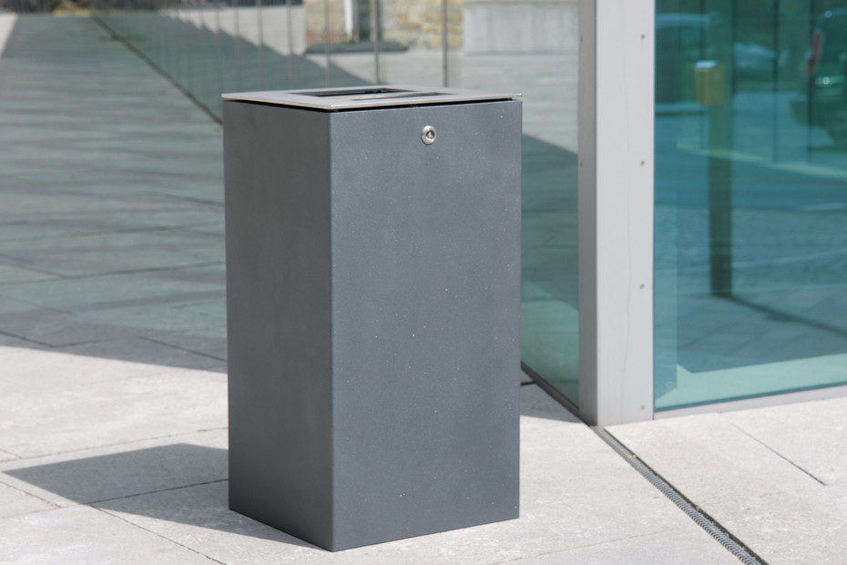 Litter bin 710 with and without ashtray