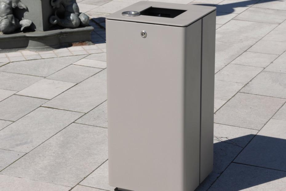 Abfallbehälter 810 mit und ohne Ascher