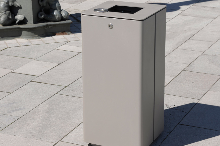 Litter bin 810 with and without ashtray