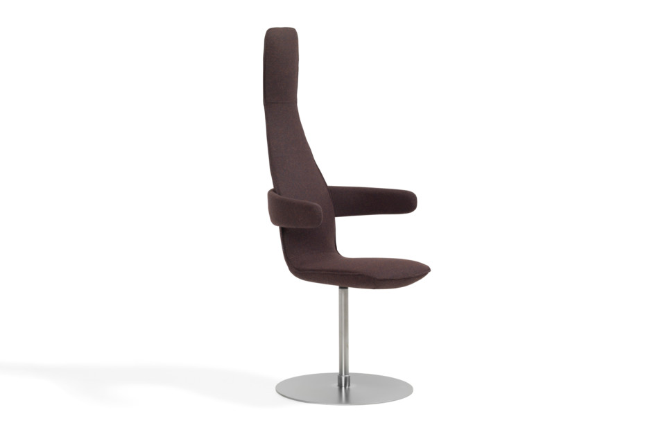 Poppe with swivel base and armrests