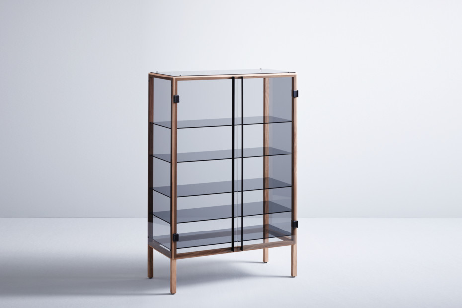 Shade showcase cabinet