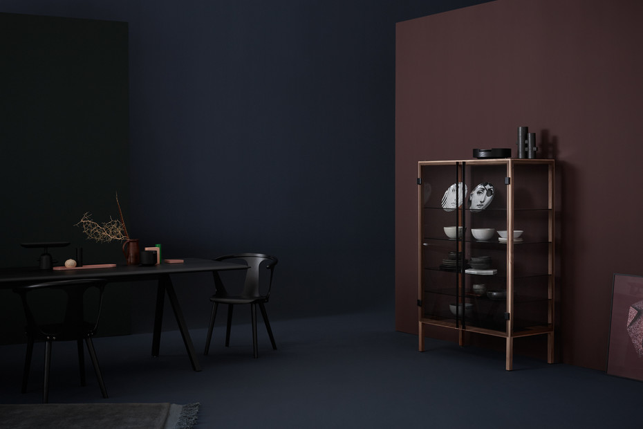 Shade showcase cabinet