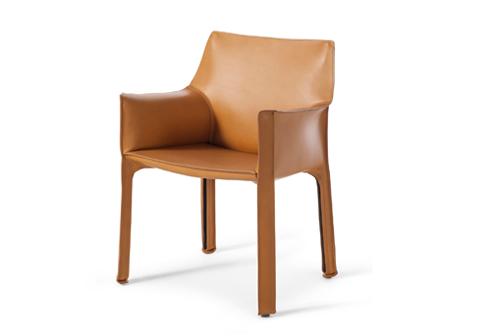 cab 413 stuhl mit armlehnen von cassina stylepark. Black Bedroom Furniture Sets. Home Design Ideas