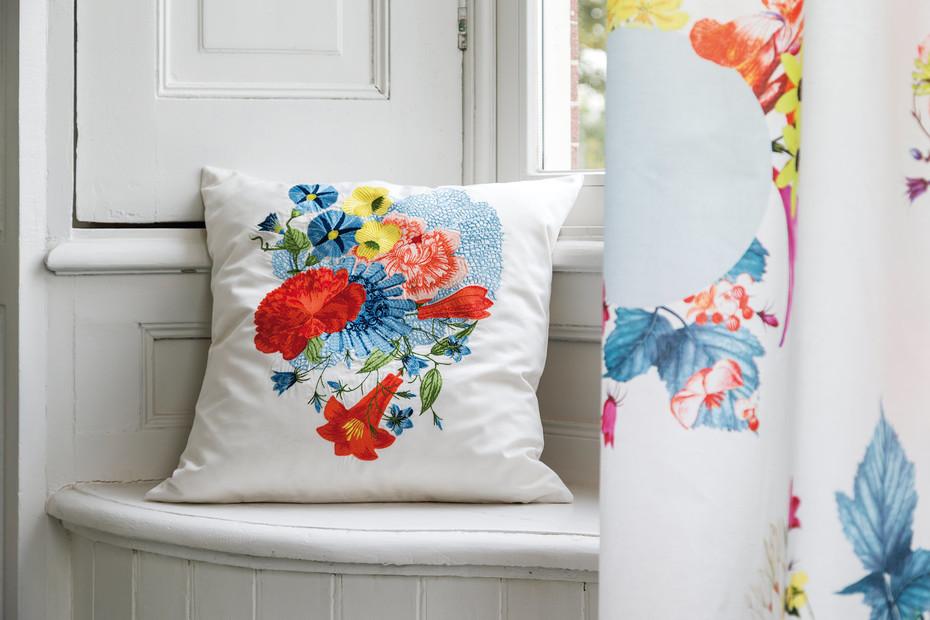 Bouquet cushion