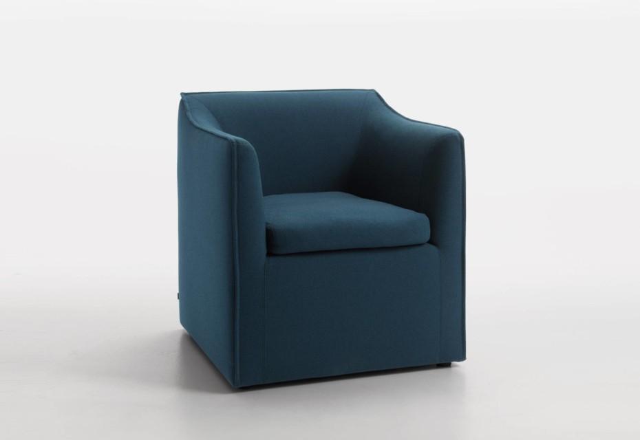 mell sessel bodennah hohe lehne von cor stylepark. Black Bedroom Furniture Sets. Home Design Ideas