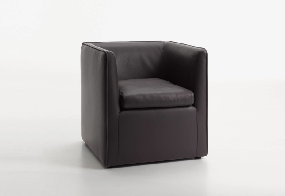 Mell armchair ground close