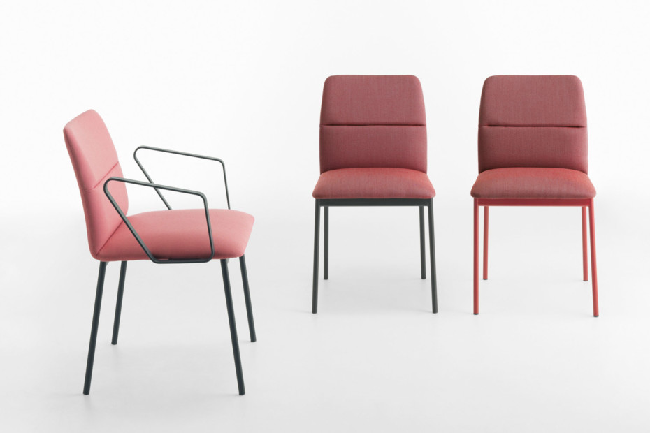Aura with armrests