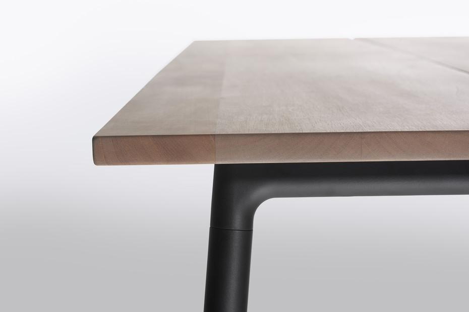 Run dining table