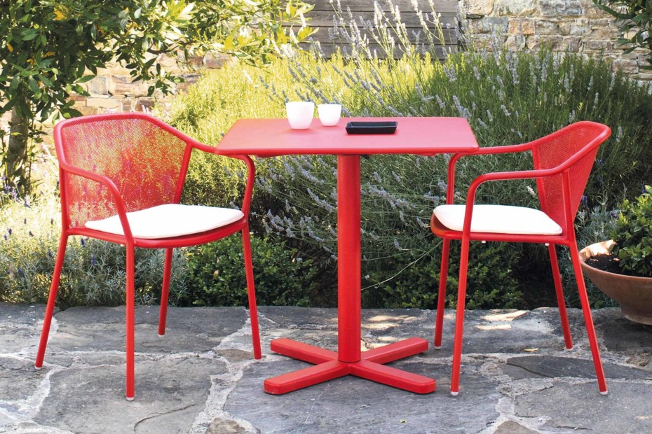 Darwin folding square table