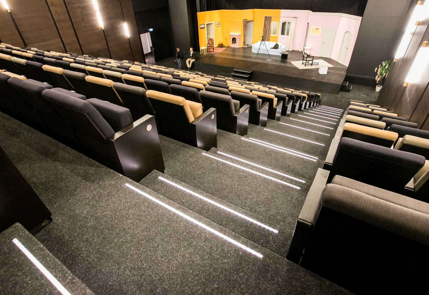 oststadt theater mannheim von findeisen stylepark. Black Bedroom Furniture Sets. Home Design Ideas