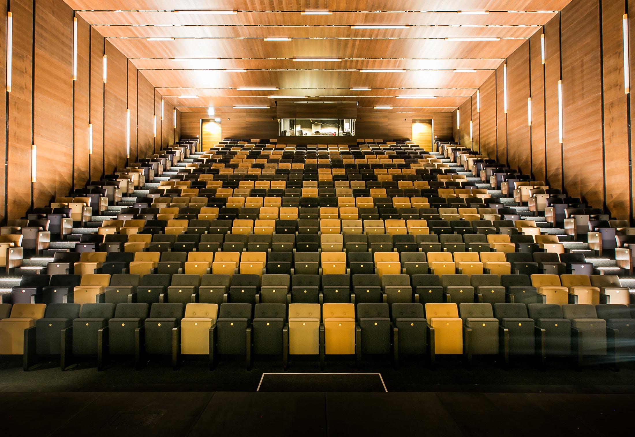 oststadt theater mannheim von findeisen stylepark. Black Bedroom Furniture Sets. Home Design Ideas