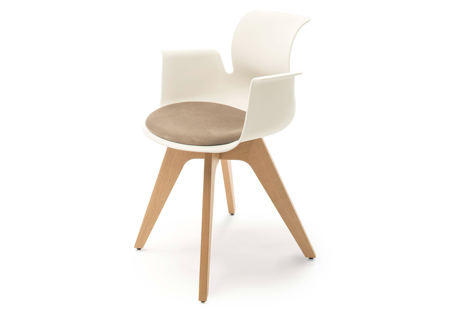 PRO Arnchair with wooden frame and seat padding