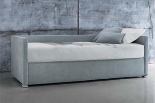Biss E Doppelbett mit Rückenlehne  von  FLOU