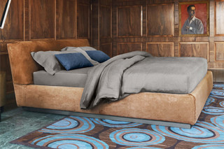 Gentleman bed leather  by  FLOU