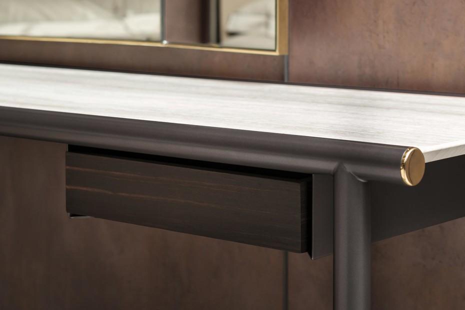Iko mirror table