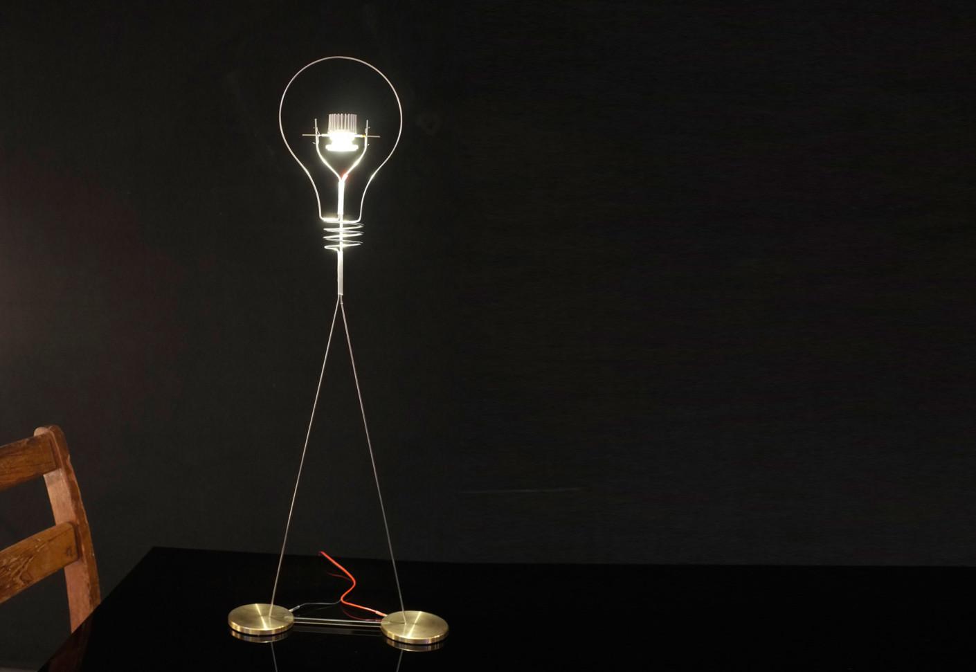walking bulb by ingo maurer stylepark. Black Bedroom Furniture Sets. Home Design Ideas