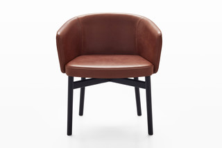 Krusin armchair with an enveloping back  by  Knoll