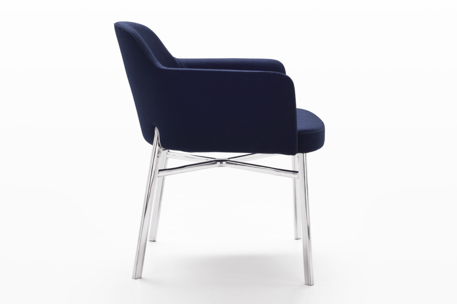 Krusin seat with armrests