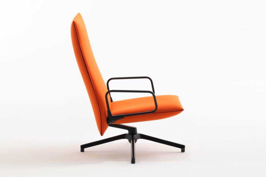 Pilot with high back rest and armrests