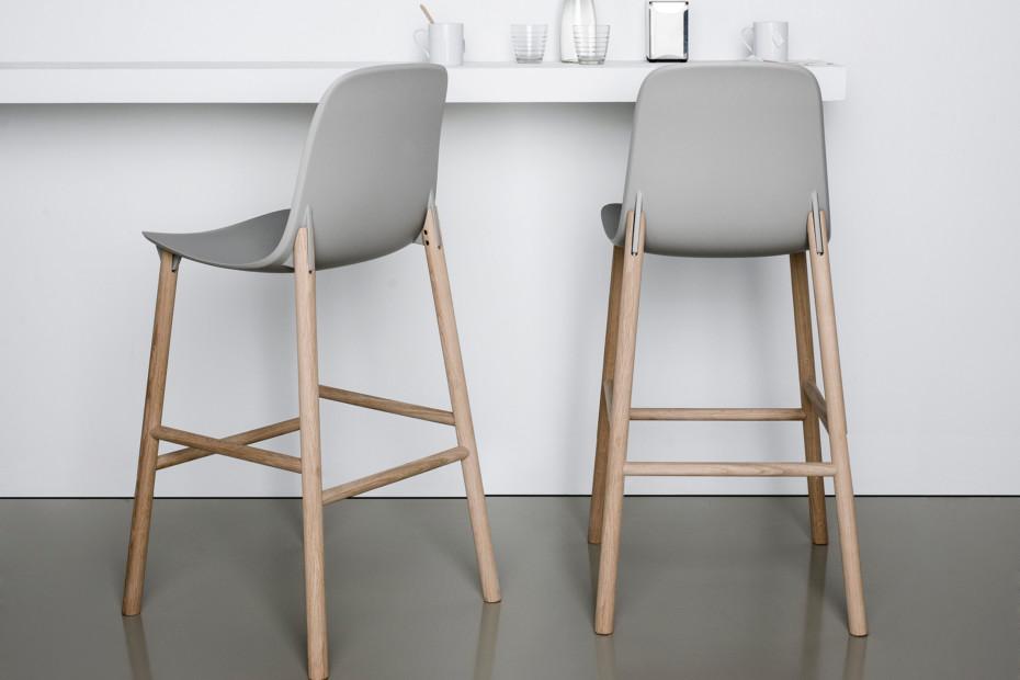 Sharky stool with high backrest