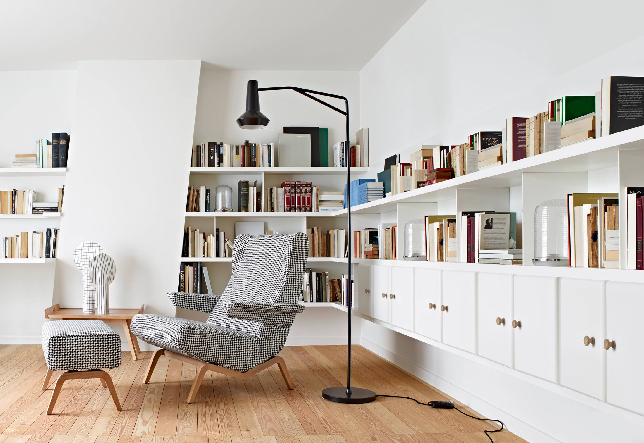archi stool by ligne roset stylepark. Black Bedroom Furniture Sets. Home Design Ideas