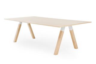 Frankie Konferenztisch mit Holzbasis  von  Martela