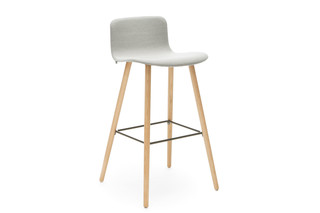 Sola bar stool with wooden base  by  Martela