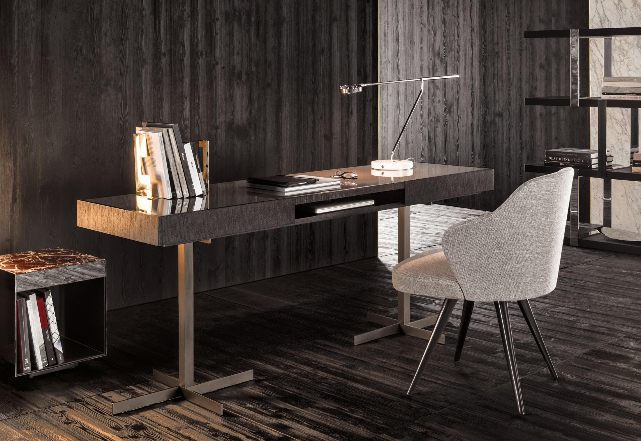 close schreibtisch von minotti stylepark. Black Bedroom Furniture Sets. Home Design Ideas