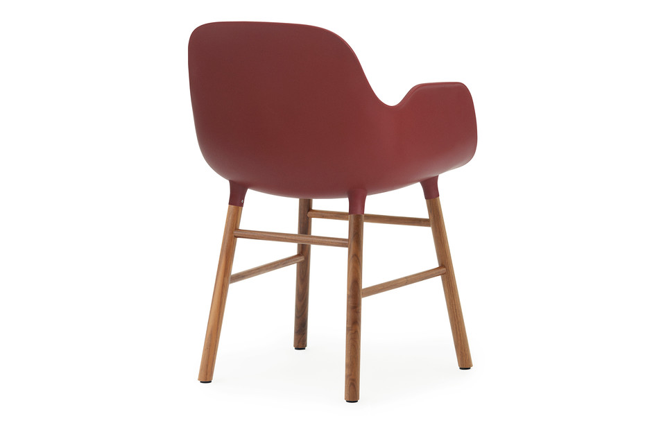 Form Armchair mit Holzbeinen