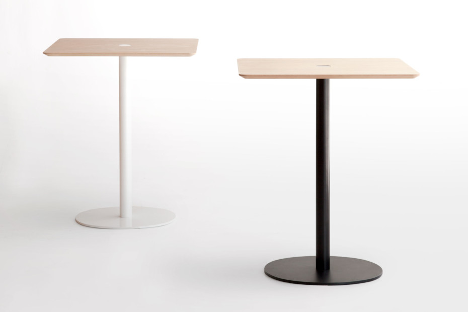 Nucelo bar table