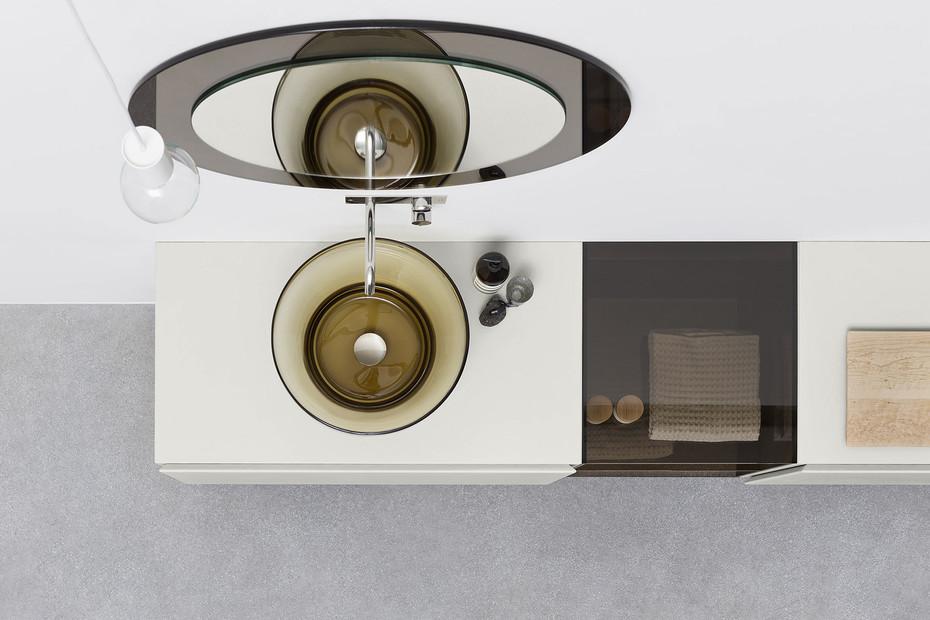 Esperanto console with glas element
