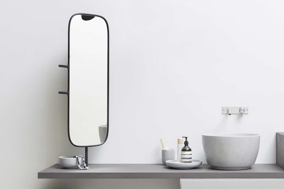 Esperanto mirror with hooks