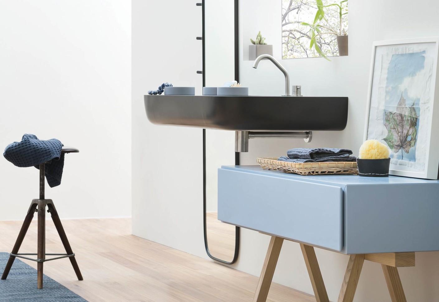 esperanto schmaler schrank mit holzgestell von rexa design. Black Bedroom Furniture Sets. Home Design Ideas