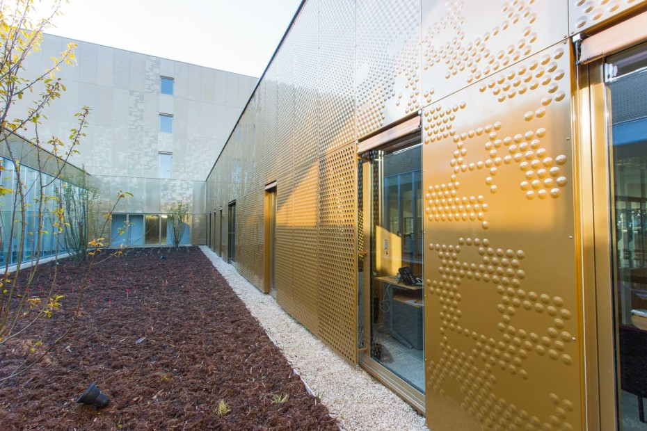 Perforated and embossed pattern as cladding, Archives de Reims