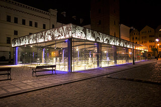 Bildgetreue Lochblechverkleidung aus verzinktem Stahl, Tuchhalle in Glogów  von  RMIG City Emotion