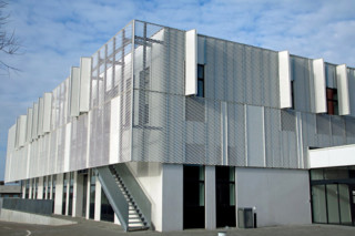 Expanded metal for functional sun screens, educational institution in Horsens  by  RMIG
