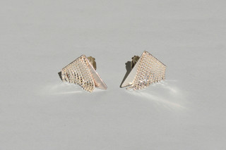 triangle FRINGE earclips  von  Saskia Diez