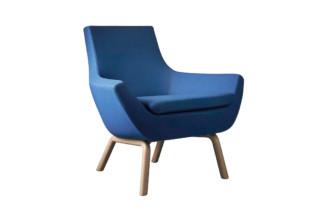 Happy Sessel mit Holzbeinen  von  Swedese