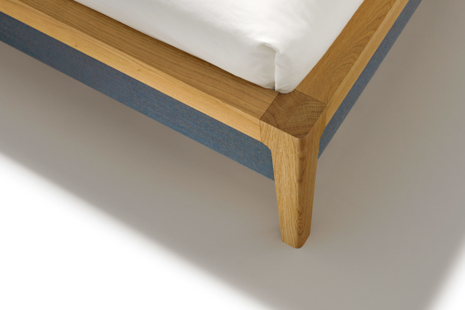 mylon bed oak