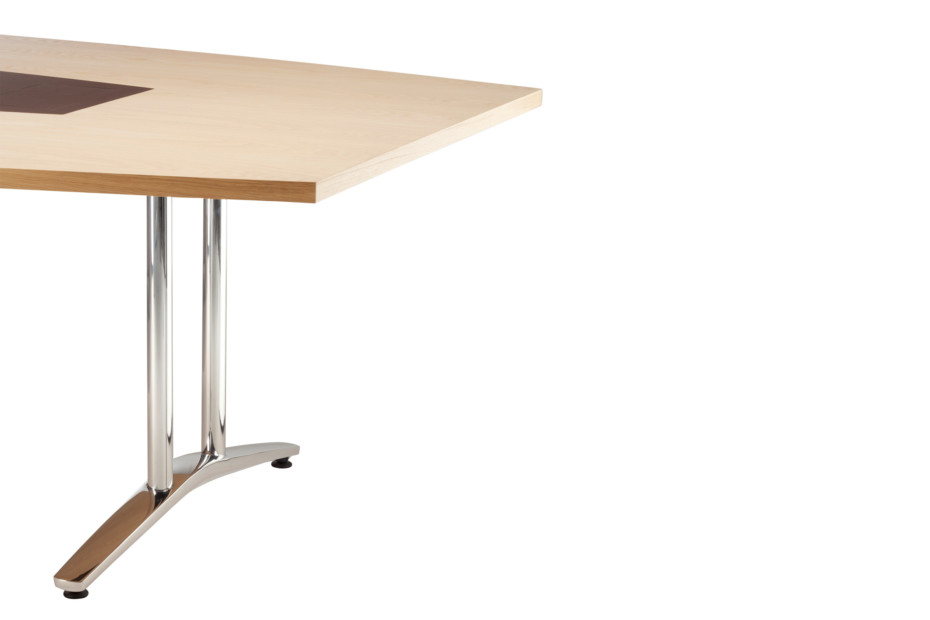 A 1700 Evolution conference table
