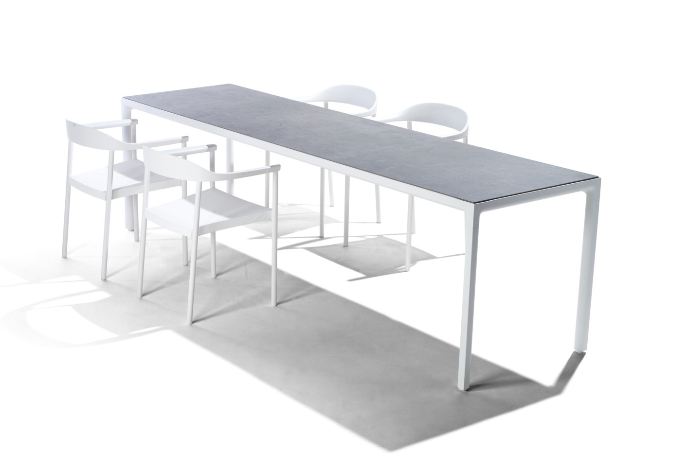 Illum dining table by trib stylepark for Dining at at t center