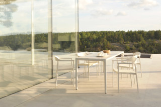 Illum dining table  by  Tribù