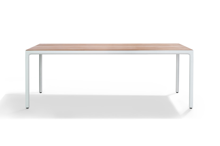Illum dining table