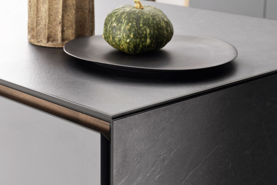 Forma Mentis Lacquered
