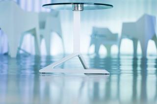 Delta Tisch mit Glasplatte  von  VONDOM