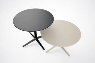 FAZ table  by  VONDOM